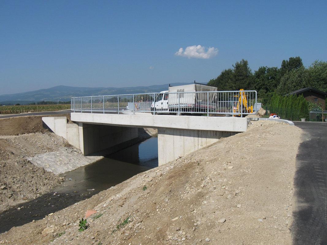 Mostova čez potok Črnec in čez potok Sejanca