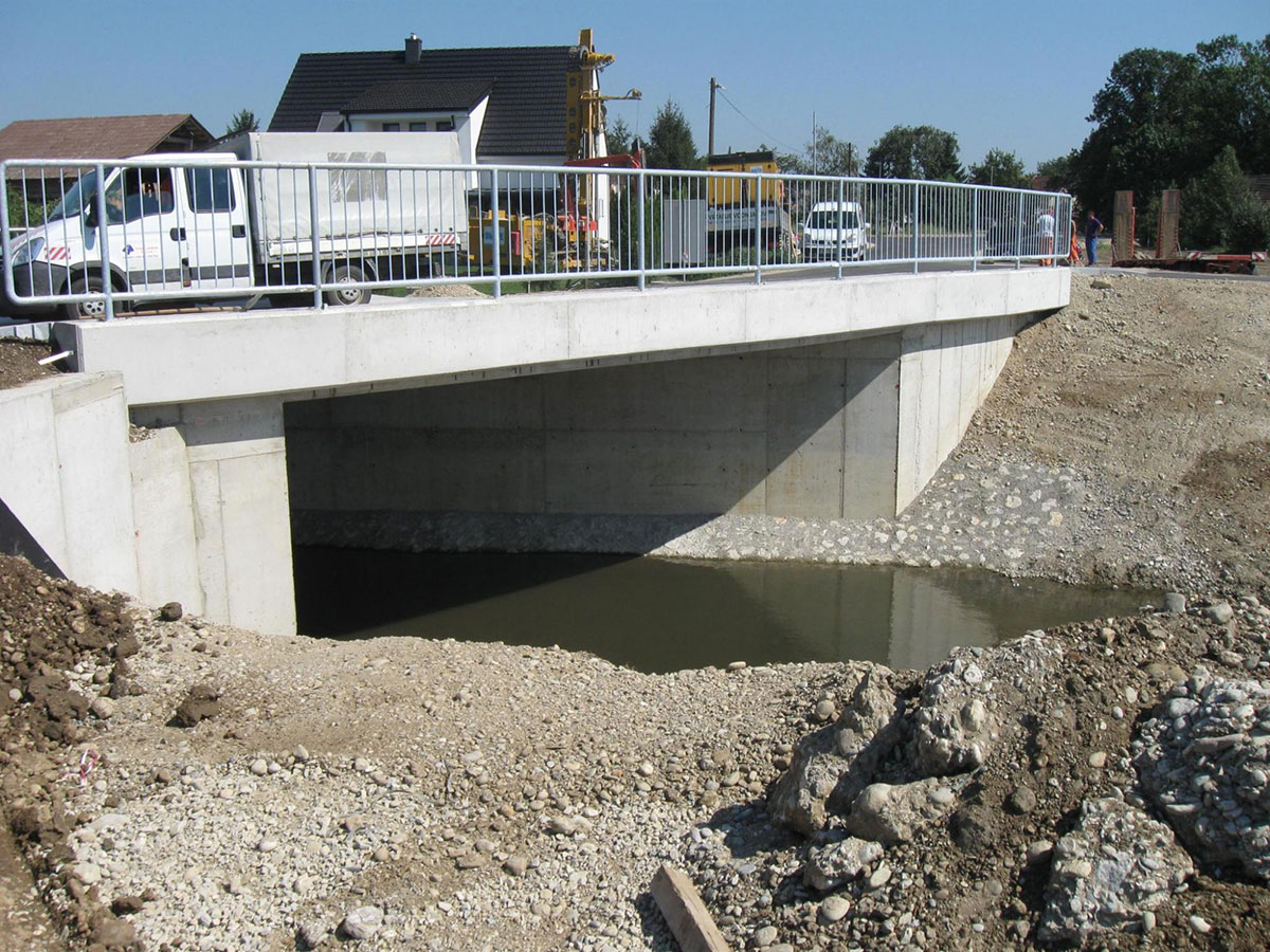 mostova_cez_potoka_crnec_sejanca_1