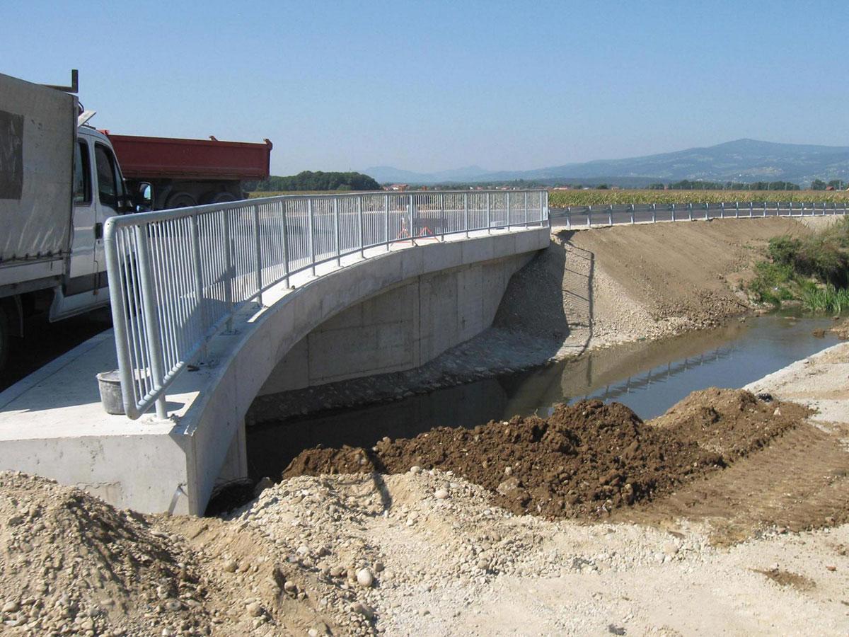 mostova_cez_potoka_crnec_sejanca_3