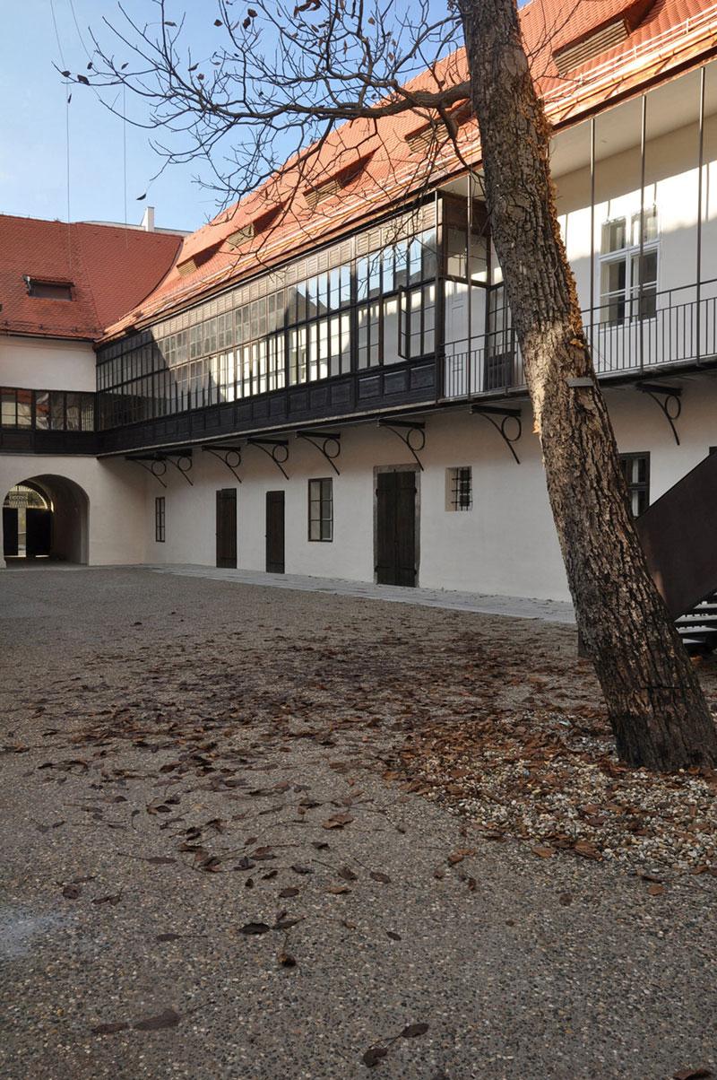 Naskov dvorec